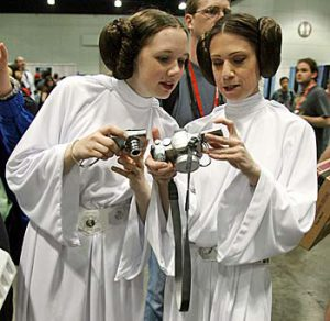 Get a 3D camera, girls!